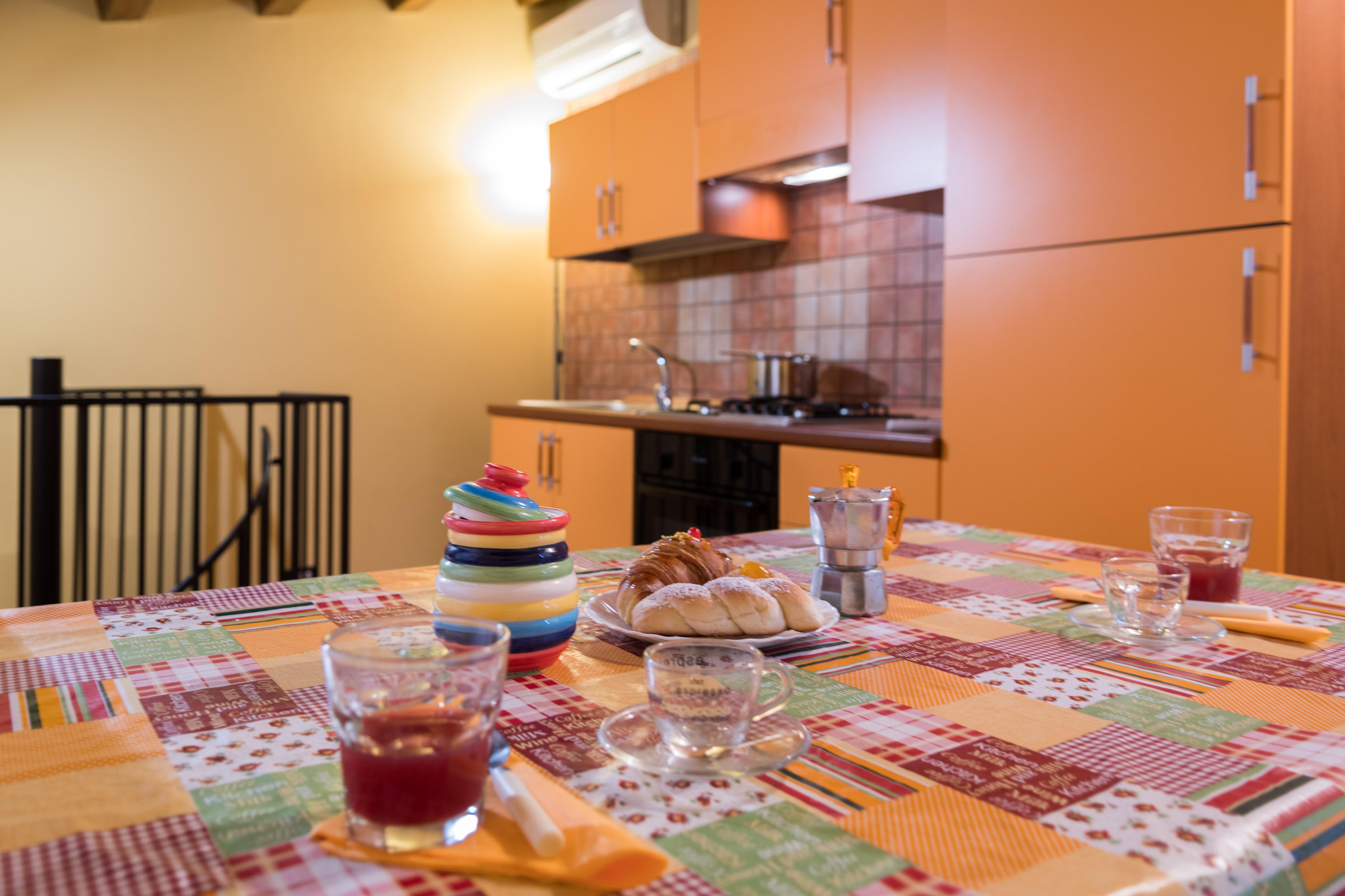 La cucina soggiorno con accesso al terrazzo del bivani