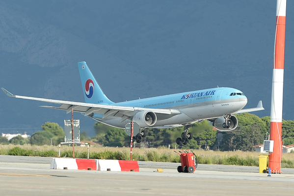 korean air atterra all'aeroporto di Palermo