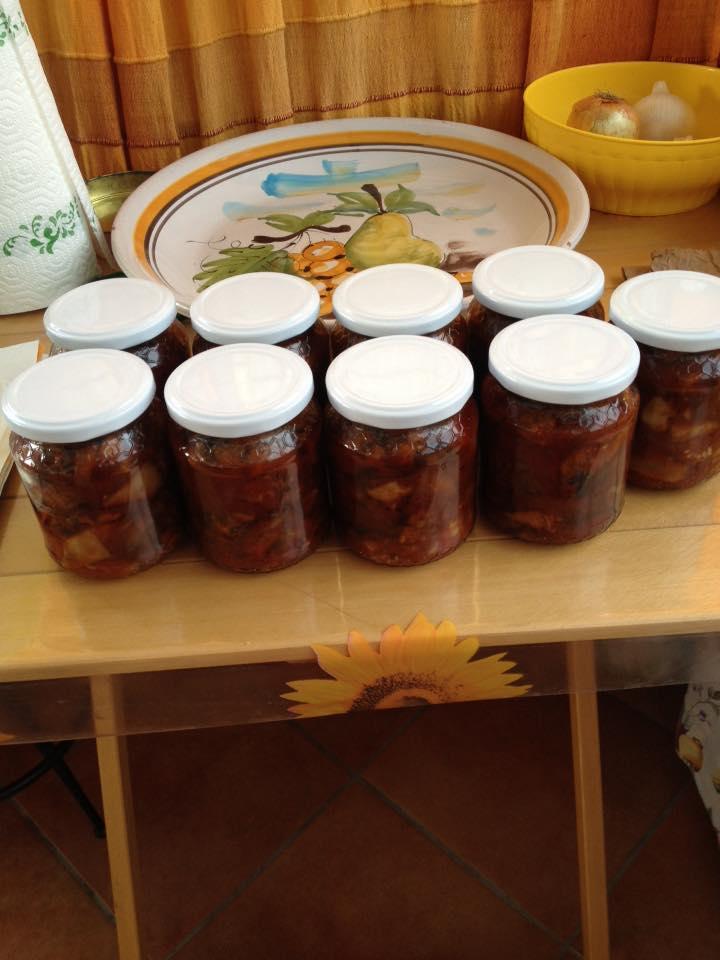 conserva di caponata siciliana originale da preparare nei nostri appartamenti