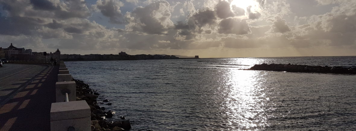 Il mare siciliano, canale di comunicazione per migranti e commercio