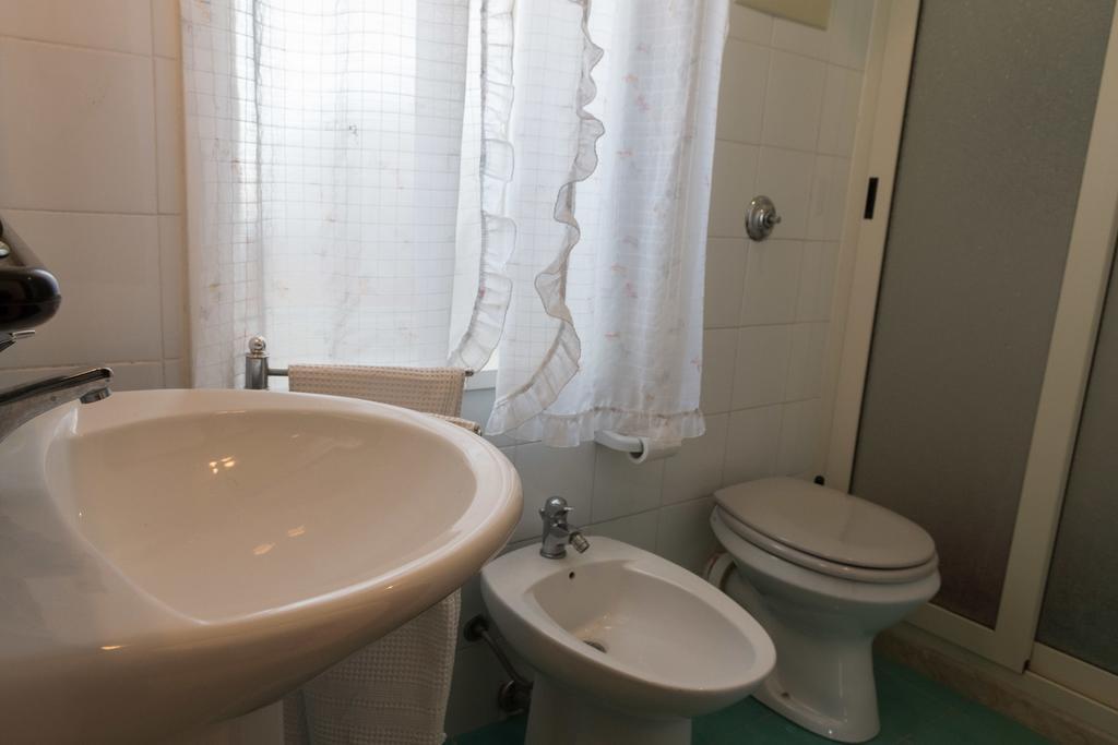 bagno con doccia a Castellammare del Golfo