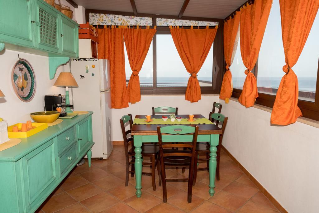 cucina abitabile con vista mare a castellammare del golfo