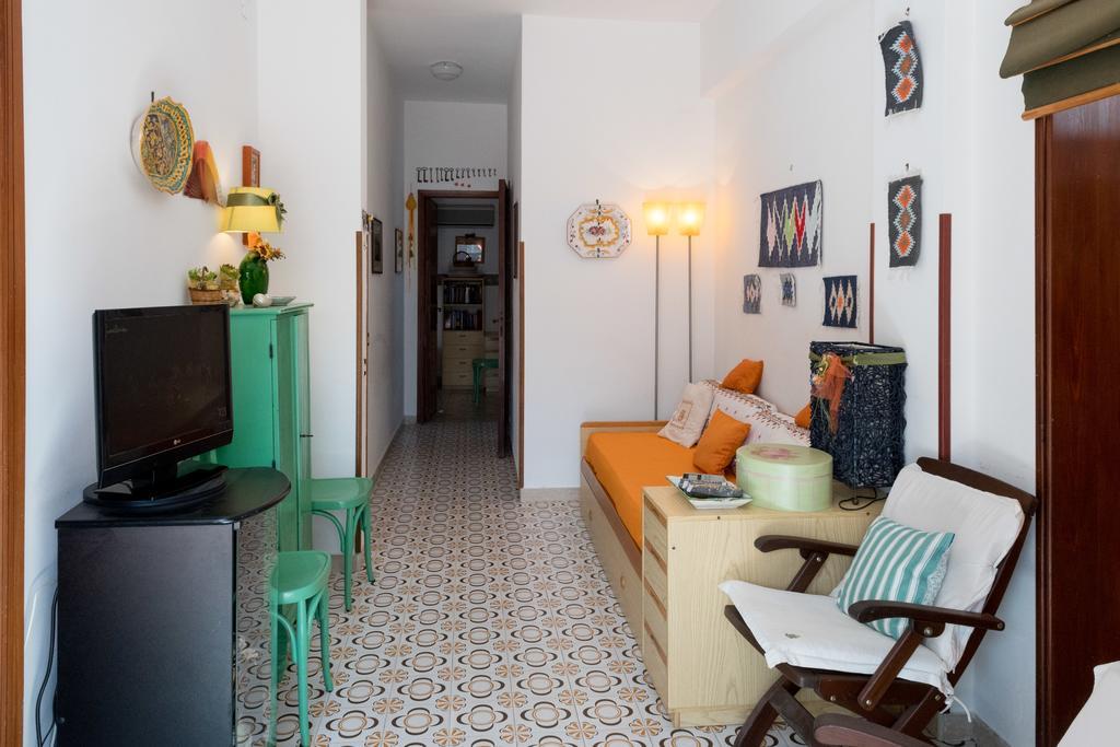 castellammare del Golfo il soggiorno interno con wifi, tv e aria condizionata